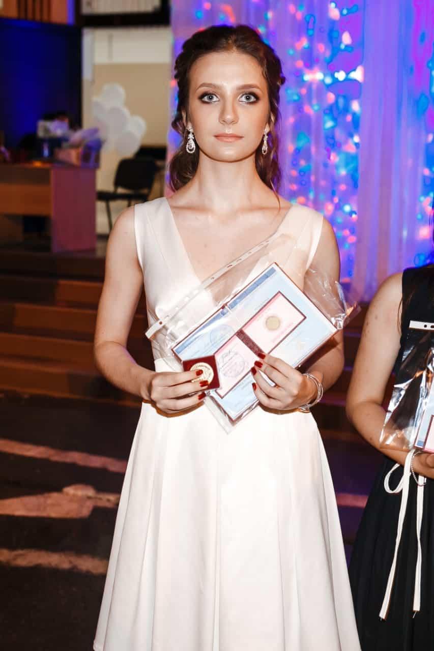 Medalistka_v_shkole