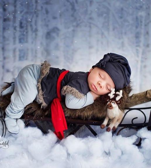 malish_v_novogodnem_kostyume