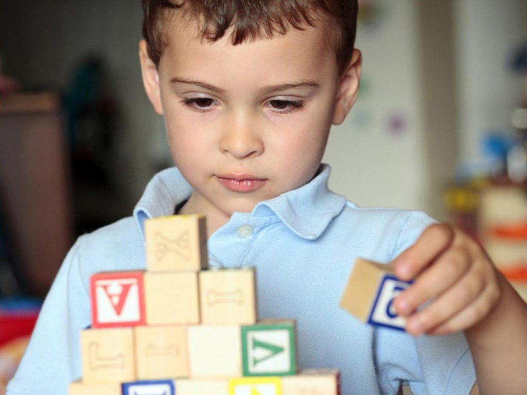 Аутизм у детей - признаки: что это за болезнь и как распознать по поведению ребенка 2 и 3 лет признаки аутизма