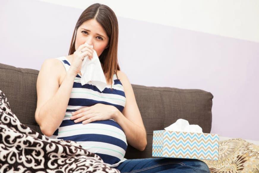 Кровь из носа при беременности в первом, втором и третьем триместрах: почему она идет, что делать?
