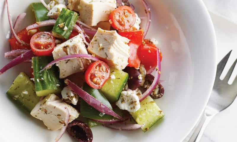 Grecheskii_salat_recept_s_kuricei