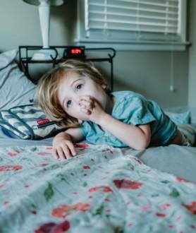 «Нормально ли ЭТО?» Детская мастурбация: причины, что делать родителям?