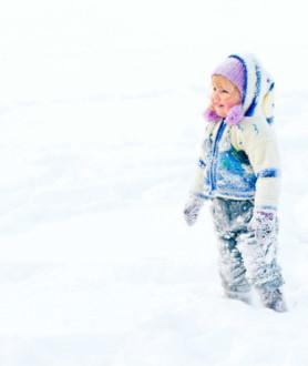 Можно ли гулять с ребенком с температурой?