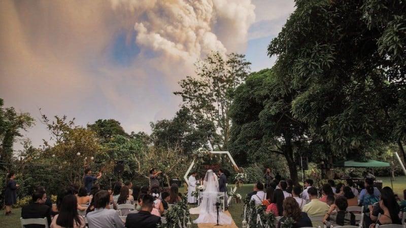 svadba_izverjenie_vulkana_filippini