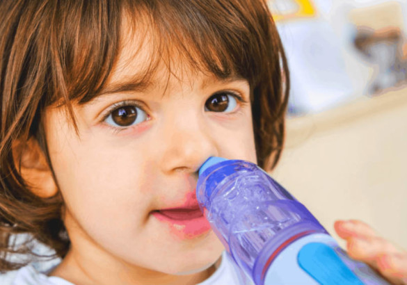 Как промыть нос ребенку физраствором. Какие еще средства подходят для процедуры?