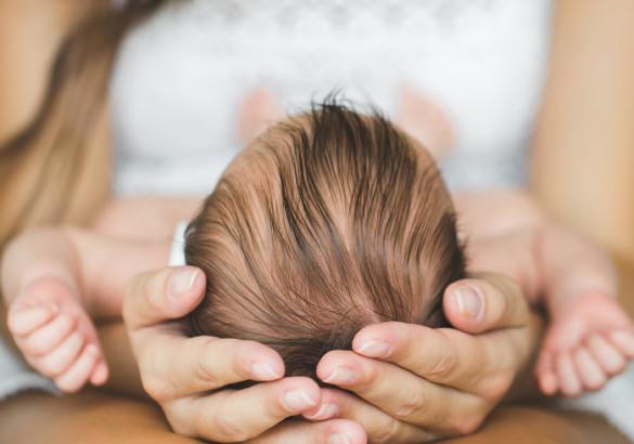 Корочки на голове у ребенка: причины, и как избавиться от проблемы